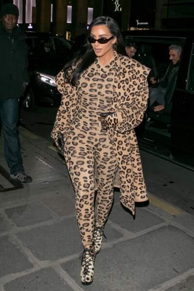Don't : Kim Kardashian et son total look léopard