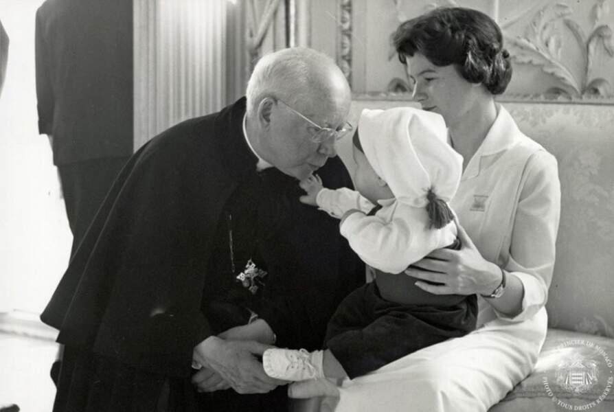 Le prince Albert dans les bras de sa nurse