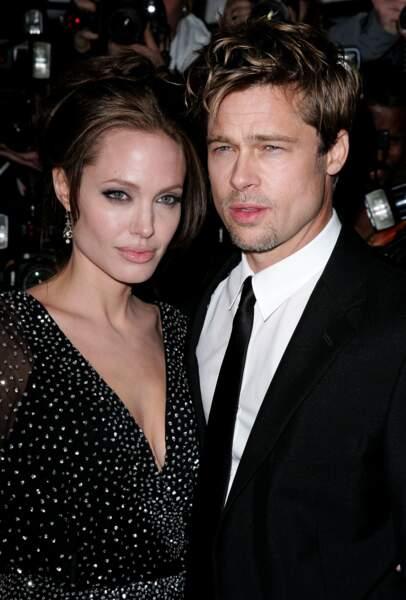Les acteurs en 2006, c'est officiel ils s'aiment à la folie pendant que Jennifer Aniston pleure