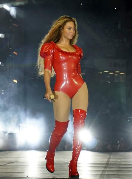 Beyoncé bien dans ses bottes mais nous on voit rouge
