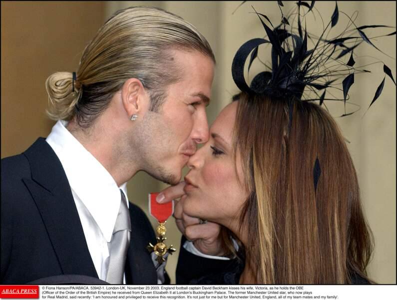 David Beckham en 2003: c'est l'époque du catogan (s'est-il inspiré de Lalanne? L'histoire ne le dit pas)