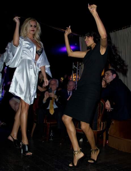 Un mannequin et Mia Frye