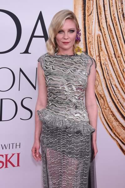 CFDA Fashion Awards : Kirsten Dunst qui a réussi le combo parfait, à savoir robe moche...