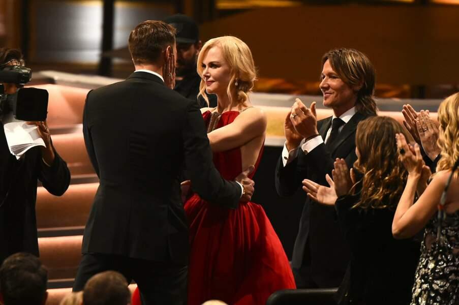 Emmy Awards 2017 : Un baiser qui s'est fait sous les yeux de Keith Urban, le mari de Nicole Kidman