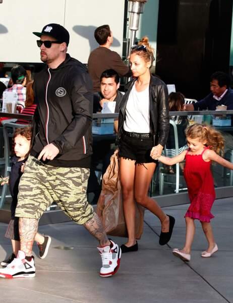 Joel Madden et son fils Sparrow suivis de Nicole Richie et de la petite Harlow