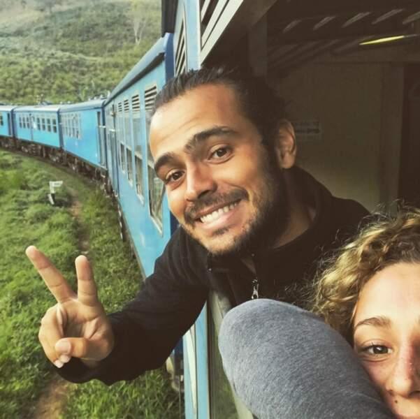 Jérémy et Candice dans un train