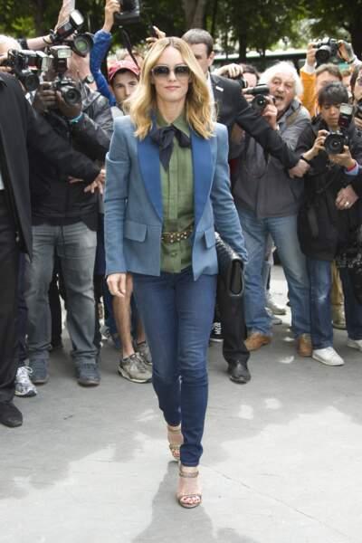 Défilé Chanel Haute Couture : oh arrêtez de râler, la voilà la tenue ENTIÈRE de Vanessa Paradis !
