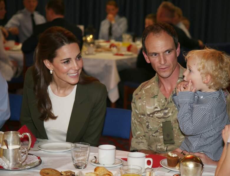 Kate Middleton s'est invitée à la table des soldats