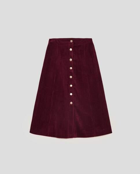Zara : Jupe mi-longue en velours côtelé, 12,99 euros au lieu de 25,95 euros