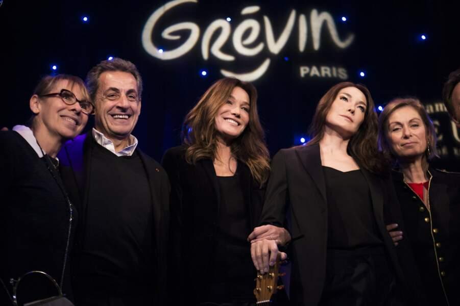 Carla Bruni découvre sa statue de cire au Musée Grévin