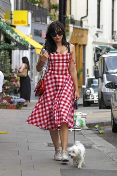 Daisy Lowe a recyclé sa nappe de pique-nique en robe