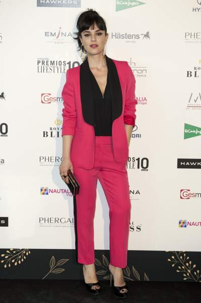 Les don'ts de la semaine : le costume pantalon rose - Sara Vega