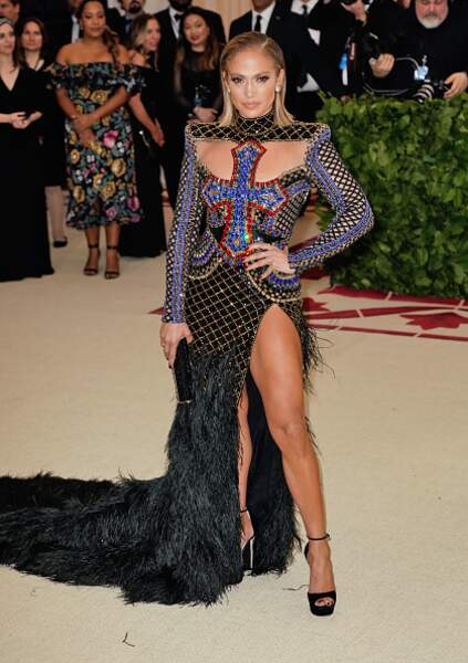 Do - Jennifer Lopez et son look... religieux ?