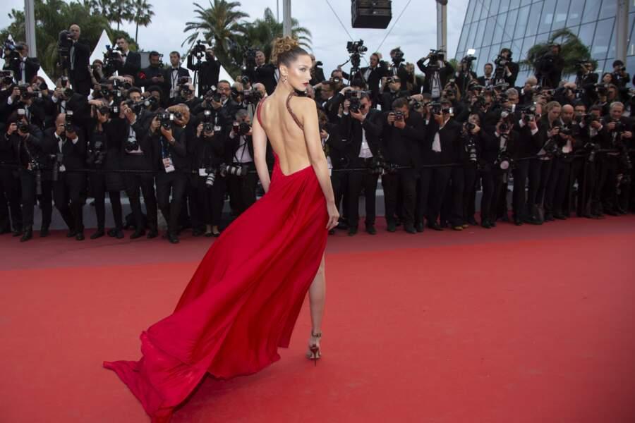 Festival de Cannes 2019 : Bella Hadid sublime en robe rouge