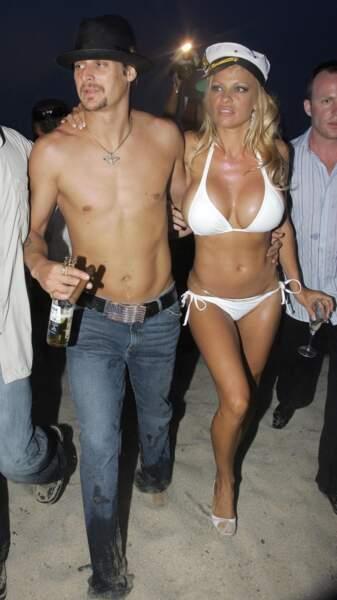 Robes de mariée de stars : Pamela Anderson et son bikini de mariage avec Kid Rock en 2006