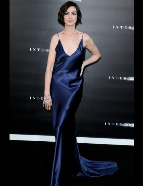 Anne Hathaway un peu trop maquillée