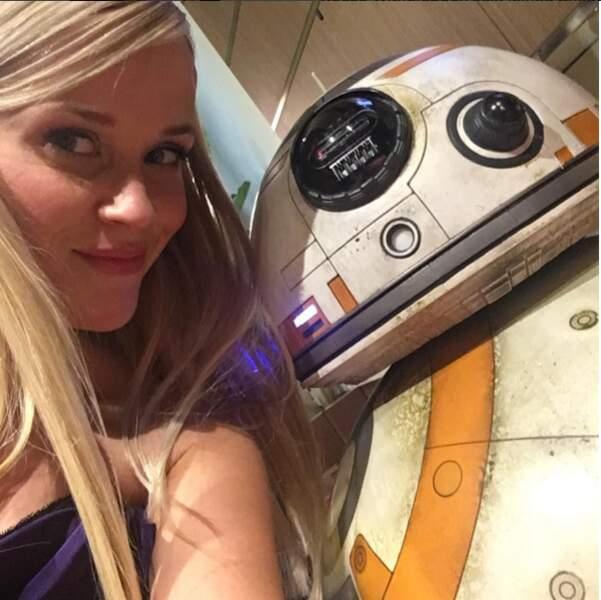 Et même Reese Witherspoon gratte l'amitié avec BB8