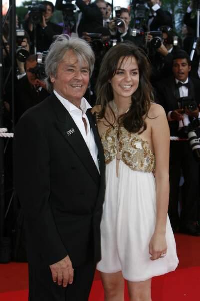 Accompagné de sa fille Anouchka Delon en 2007