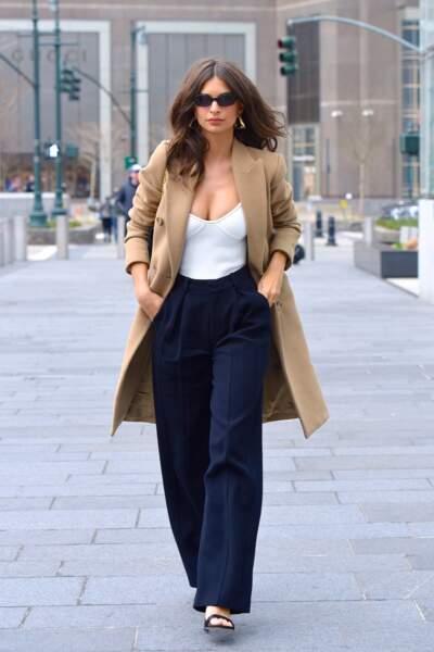 Les do de la semaine : le pantalon large - Emily Ratajkowski