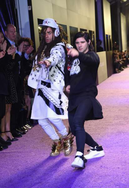 En blanc, c'est Justin Theroux déguisé en Evil DJ... aux côtés du vrai DJ Skrillex