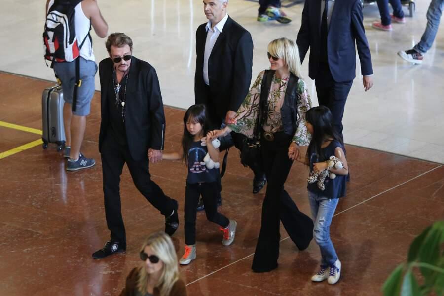 2015 - La famille Hallyday a l'air détendue : normal, elle revient de vacances
