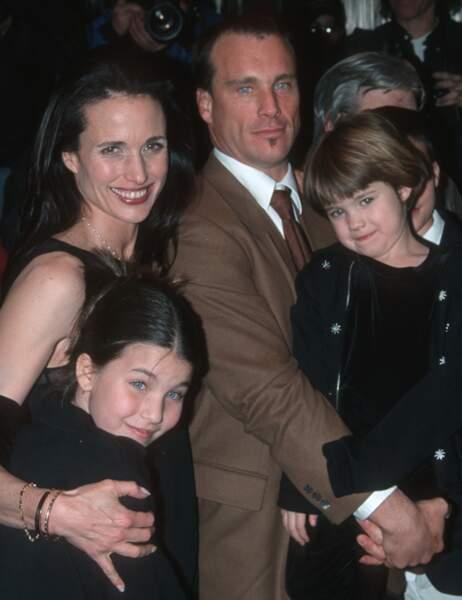 Andie MacDowell et ses deux filles, Sarah et Rainey petites...