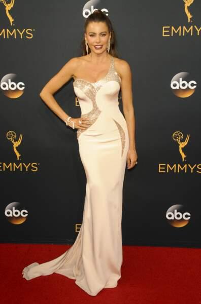 Emmy Awards 2016 : Sofia Vergara en Atelier Versace