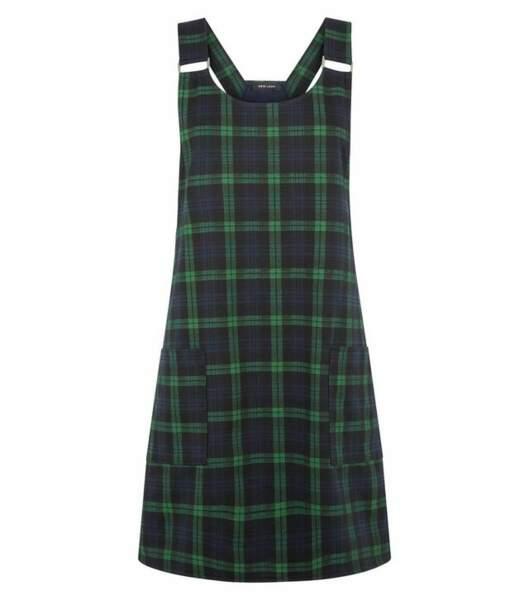 Robe chasuble verte à carreaux, Newlook, 29,99€