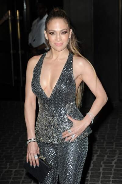 Comme souvent, Jennifer Lopez sait mettre ses atouts en avant
