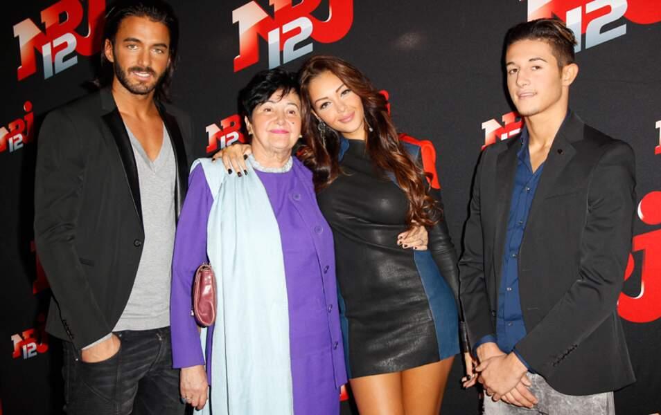 Nabilla, entourée de sa famille : Thomas, Livia et Tarek