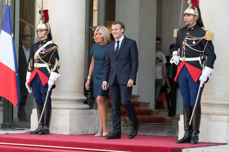 Emmanuel et Brigitte Macron inséparables pour célébrer les Bleus champions du monde à l'Elysée