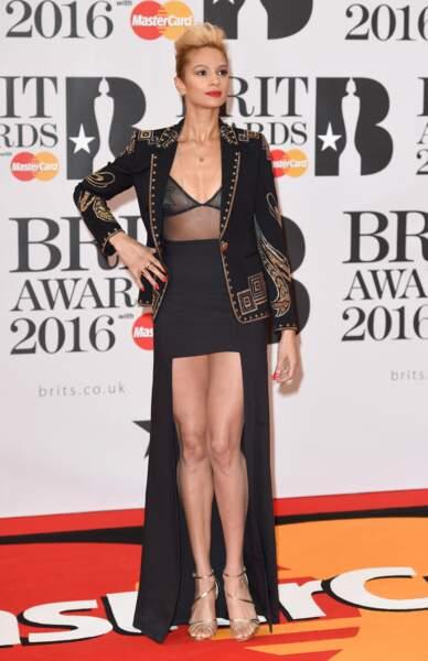 """La chanteuse Alesha Dixon qui a décidé d'igoner le concept du """"TOO MUCH c'est dépassé"""""""