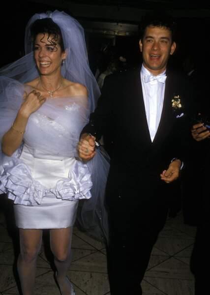 Robes de mariée de stars : Tom Hanks et sa femme Rita Wilson en 1988. Kitsch à souhait !
