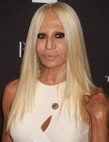 Donatella Versace au... Ah non, pardon, elle c'est la vraie