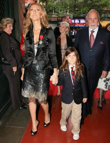 En 2008, elle est à Paris avec son mari et son fils pour découvrir la statue du couple au musée Grévin