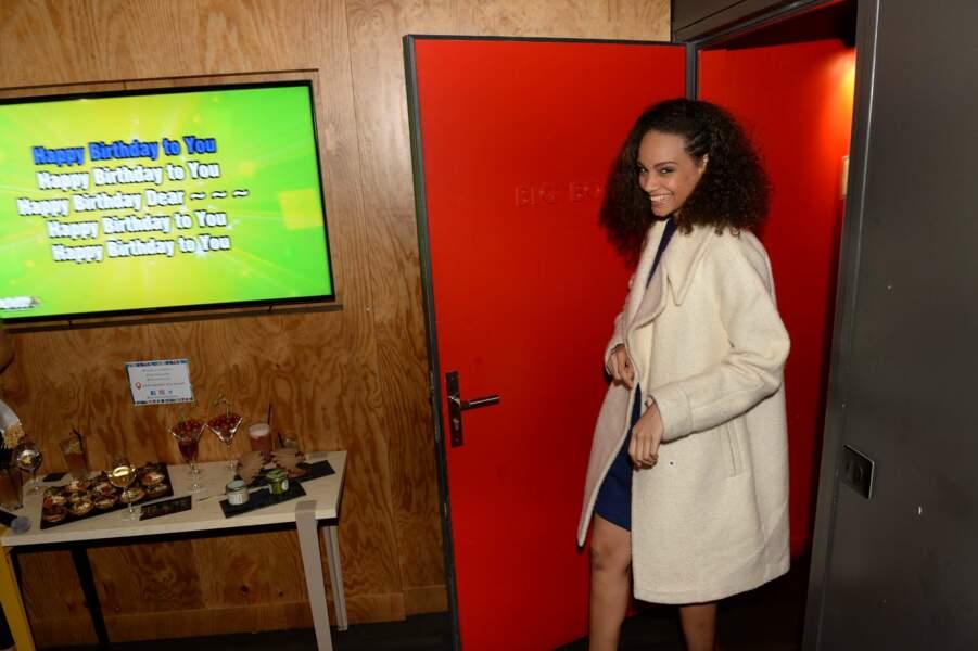 Mardi soir, Alicia Aylies est arrivée au karaoké sans se douter qu'une surprise l'attendait