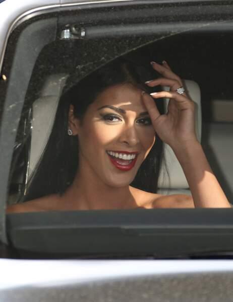 C'est une Ayem tout sourire qui a débarqué sur la Croisette hier