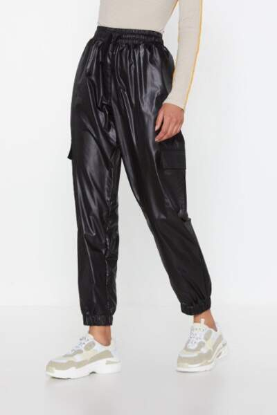 Pantalon cargo en similicuir effet mouillé Je me suis trempée, Nasty Gal, actuellement à 15€