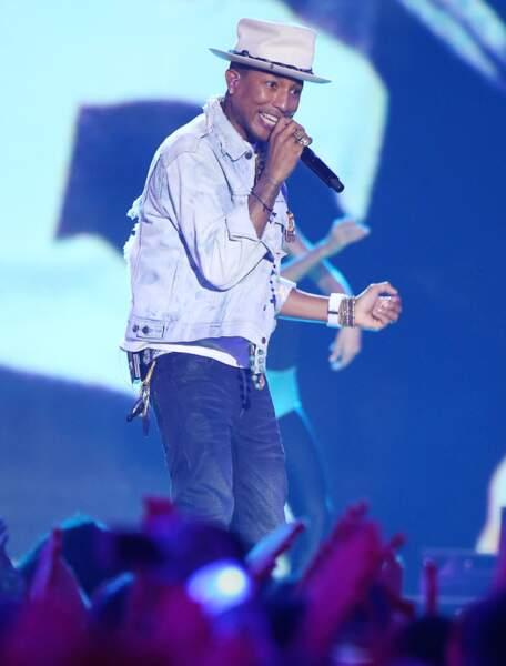 D'abord, Pharrell Williams a chanté