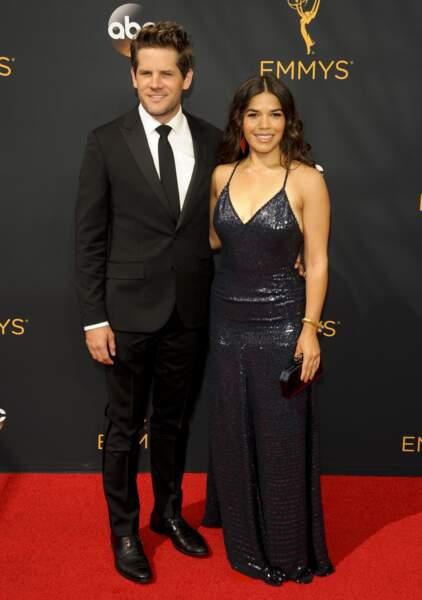 Emmy Awards 2016 : America Ferrara en Jenny Packham et son mari Ryan Piers Williams