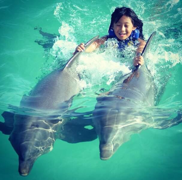 En nageant avec les dauphins, Jade a réalisé un de ses rêves