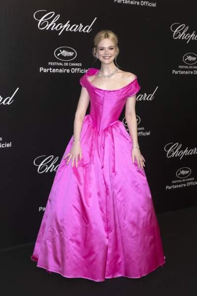 Elle Fanning dans une robe Vivienne Westwood