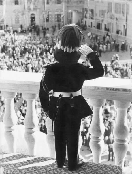 Le prince Albert au balcon du Palais