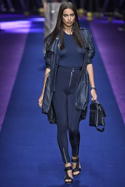 Défilé Versace printemps-été 2017 : quelle beauté cette Irina Shayk