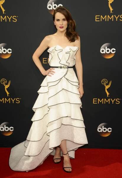 Emmy Awards 2016 : Michelle Dockery (Dowtown Abbey) en Oscar de la Renta