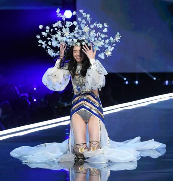 Malgré cette grosse chute devant des milliers de spectateurs, la jeune femme a gardé le sourire