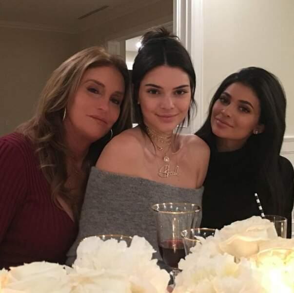Caitlyn Jenner fête Thanksgiving  avec ses deux filles Kendall et Kylie