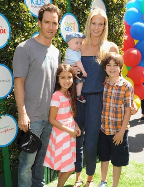 Mark-Paul Gosselaar aujourd'hui avec sa femme et ses enfants