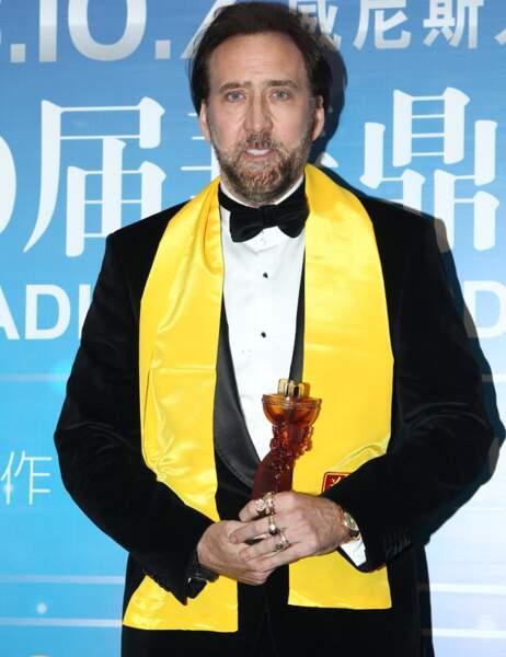 Nicolas Cage et sa magnifique écharpe jaune.