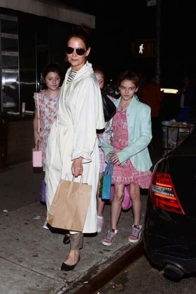 Katie Holmes emmène sa fille Suri et ses amies au restaurant à New York pour ses 13 ans